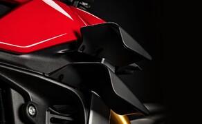 Ducati Streetfighter V4 2020 Bild 4 Die Winglets erzeugen einen Abtrieb von 28 kg bei einer Geschwindigkeit von 270 km/h. Damit der Wheelie-Neigung der Streetfighter entgegengewirkt werden.