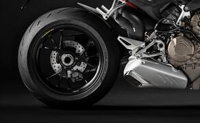 Ducati Streetfighter V4 2020 Bild 8 Noch ein Unterscheid zwischen Streetfighter V4 und V4 S sind die Räder. Die V4 S hat geschmiedete Marchesini-Aluminiumräder.