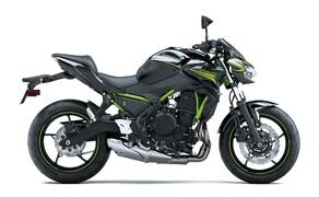 """Kawasaki Neuheiten 2020  Bild 9 Die leicht gedrungene Silhouette der <a href=""""/modellnews-3006179-kawasaki-z650-2020"""">neuen Kawasaki Z650</a> erinnert an die große Schwester Z 900, die ebenfalls eine Überarbeitung für 2020 erhielt. Kawasaki nennt diesen Designstil, der sich durch die gesamte Naked Bike Palette zieht, übrigens Sugomi."""