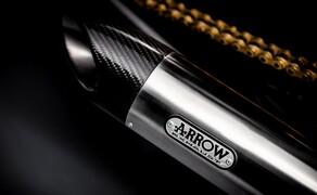 Triumph Bonneville Bobber TFC 2020 Bild 3 Die gebürsteten Arrow-Schaldämpfer machen optisch und klangtechnisch ordentlich was her.