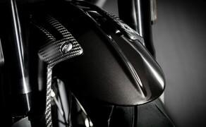 Triumph Bonneville Bobber TFC 2020 Bild 18 Reichlich Karbonfaserteile geben der Bobber TFC einen noch edleren Look.