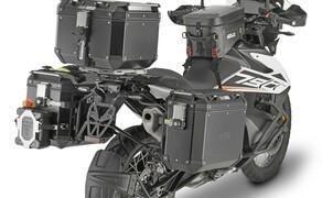 GIVI Zubehör für die KTM 790 Adventure Bild 9 Zudem passt die Trekker Outback Serie perfekt zu der schwarz-weißen Lackierung der KTM 790 Adventure.