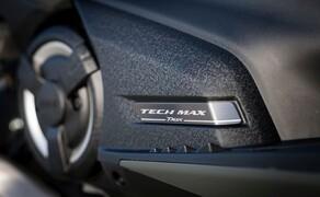 """Yamaha TMAX 560 und Tech MAX 2020 Test Bild 4 Wir durften die Variante mit Top Ausstattung testen: den Tech MAX in der schicken Farbgebung """"Tech Kamo""""."""