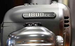BMW R18 Motor Bild 12 107,1 mm Bohrung und 100 mm Hub ergeben etwas über 1802 Kubikzentimeter.