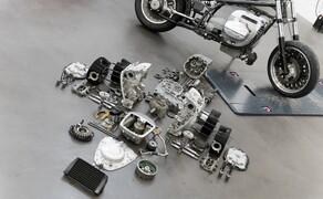 BMW R18 Motor Bild 8 Hintergrund: Motor im Sollzustand Vordergrund: Motor in Einzelteilen