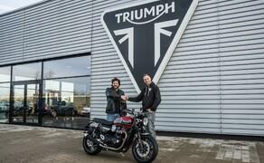 Triumph Custom Aces 2019 'Hang Loose' - der Umbauprozess Bild 2 Die Übergabe der Triumph Speed Twin an Machbar-Industries.