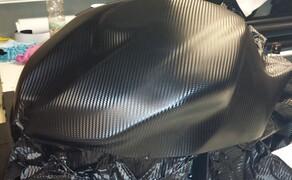 Folierungen/Motorrad Bild 4 Tankhaube mit Carbonfolie veredelt