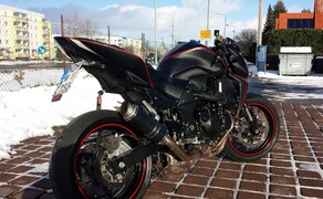 Folierungen/Motorrad Bild 9  Mit Rot und Carbon Highlights gesetzt.