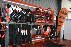 KTM Shopwand mit PowerWear und PowerParts