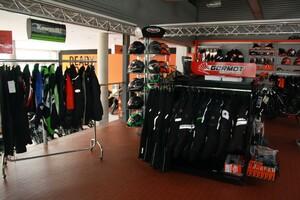 Kleine Auswahl an Bekleidung & Helmen, KAWASAKI, KTM und auch neutral.