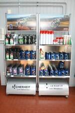 Produkte von Elf, wie z.B. Motoröl, Gabelöl usw.