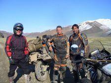 Wir trafen im Altai einen total coolen russischen Motorradfahrer der seine Tour von Samara aus startete und auch nach Ulan Bator wollte. War wieder mal ein Geschenk des Herrn denn dieser Mann half uns an dubiosen Mautkassierstellen und an den Stadteingängen.