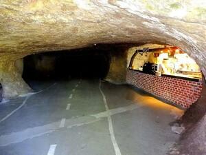 Bikerhöhle innen zum Durchfahren