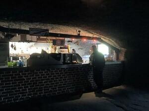 Bar in der Bikerhöhle
