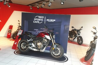 /bildergalerie-neo-sports-cafe-week-17400