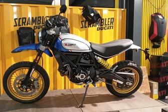 NEUE Showroombikes 2021 eingetroffen: Multistrada V4 S Travel/Radar! - Streetfighter V4 S Dark Stealth - Scrambler Desert Sled Sparking Blue/White