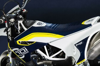 husqvarna 701 supermoto 2015 modellnews. Black Bedroom Furniture Sets. Home Design Ideas