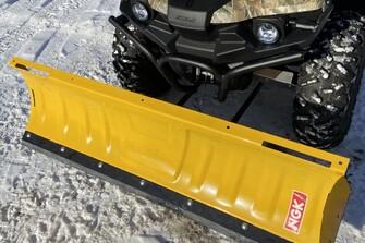 Stels 4x4 ATV  Guepard 850 mit Koffer, Reservekanister und Schneeschild
