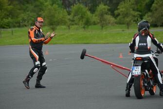 1. Schräglagentraining auf der KTM 390 Duke