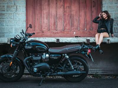 Wunderschönes Bike mit noch schönerem Modell anzeigen