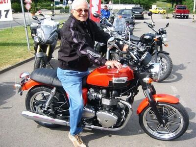 Der Senior fährt auch wieder Triumph anzeigen