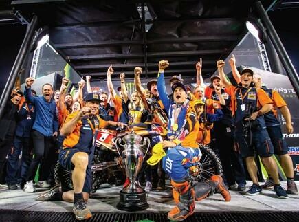 Dungey gewinnt für KTM die 3. 450 Supercross-Weltmeisterschaft in Serie