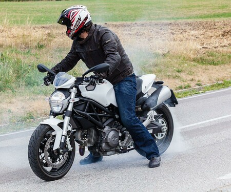 Ducati Monster 696-2013