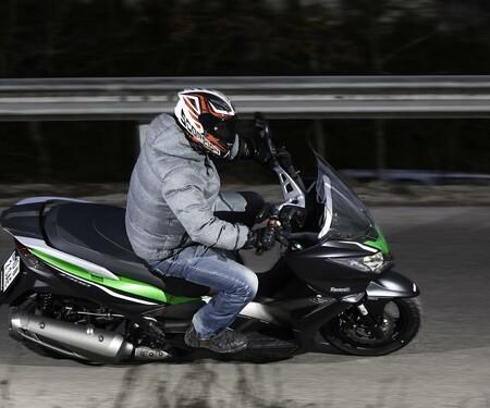 Kawasaki J300 Action & Details