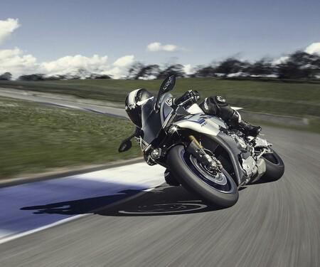 Yamaha YZF-R1M Test