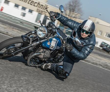 Moto Guzzi V7 II Special - Action mit Zonko