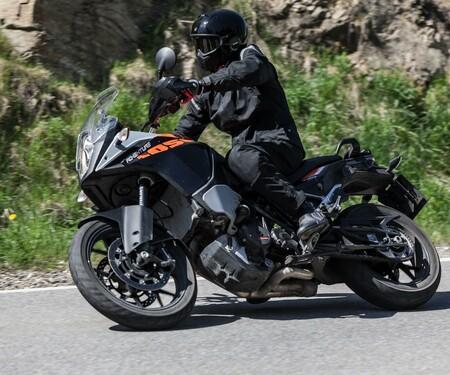 KTM 1050 Adventure | Action & Details