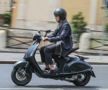 Vespa 946 Emporio Armani 2015