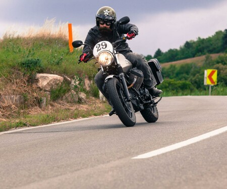 Moto Guzzi V7 II Scrambler Test 2015