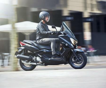 Yamaha X-MAX 125 2016