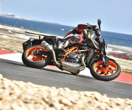 KTM 690 Duke 2016 Test