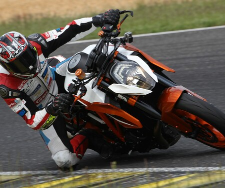 KTM 1290 Super Duke R 2016 - Action, Stunt, Detail