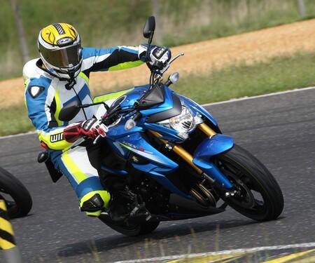 Suzuki GSX-S1000 - Action, Stunt, Detail