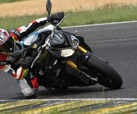 BMW S 1000 R 2016 - Action, Stunt, Detail