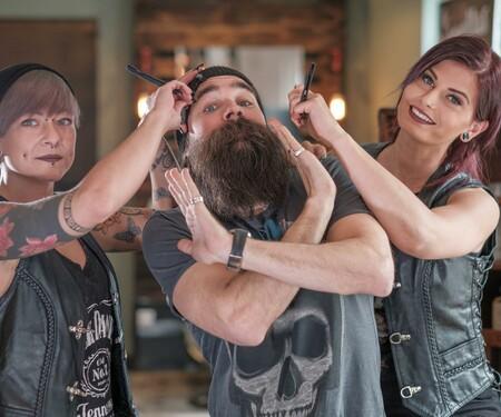 K.OT beim Bartschneiden - Barberellas