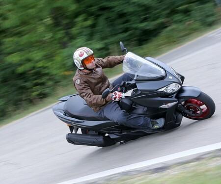 Suzuki Burgman 400 2018 Test