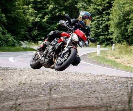 Triumph Street Triple S im Nakedbike Vergleich 2018