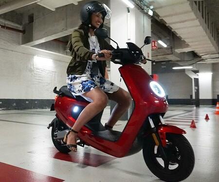 NIU präsentiert die neuen Smart Elektro Scooter N-GT und M+ in Paris