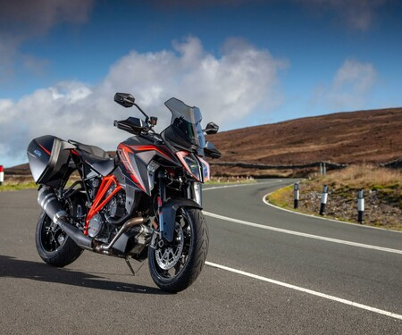 KTM 1290 Super Duke GT auf der Isle of Man