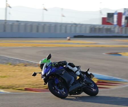 Yamaha YZF-R125 2019 Test auf der Landstraße und der Rennstrecke