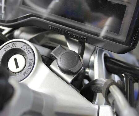 Hornig Halter für Bordsteckdose für BMW R1200R LC, R1250R, R1200RS & R1250RS