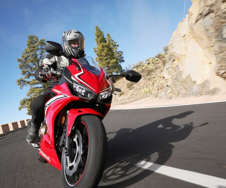 Honda CBR500R 2019 Test - Action und Details