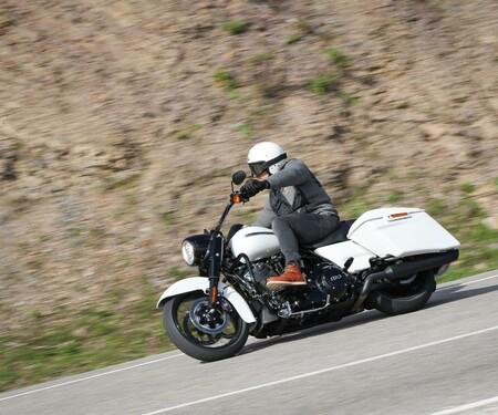 Harley-Davidson Touring Modellpflege 2019 Test & FXDR 114 Drag Rennen