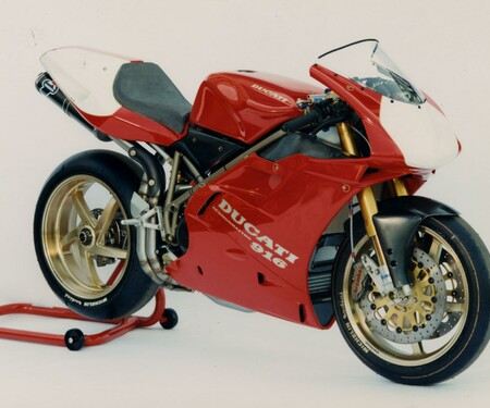 Throwback: Originale Studiobilder der Ducati 916, 996 und 998