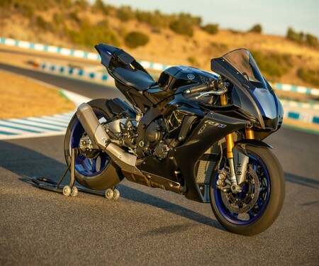 Yamaha YZF-R1 und R1M 2020 Test