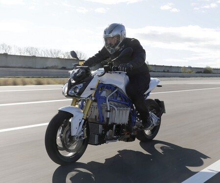 Erstes E-Bike von BMW - Der E-Power Roadster im Test